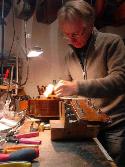 Jean Yves Chouteau luthier guitare Toulouse