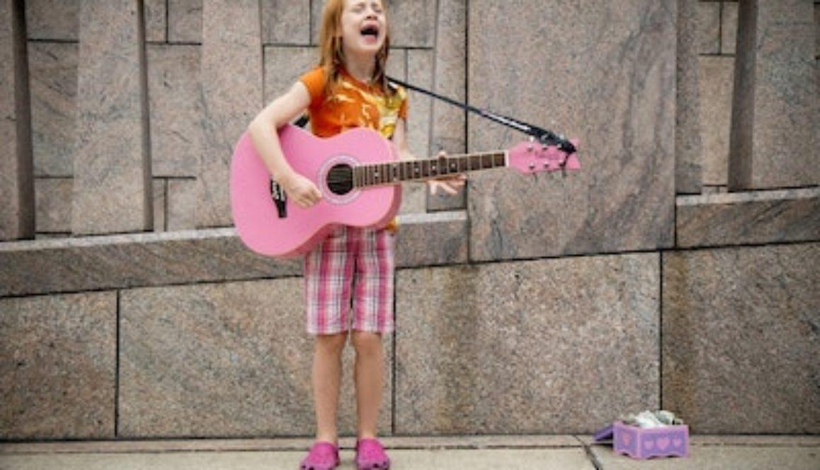 apprendre-la-guitare-enfant